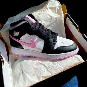Air Jordan 1 mid (gs) arctic pink-black 6y or 8W